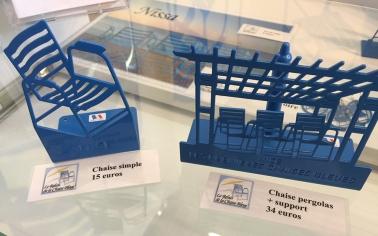 relais-chaise-bleue-miniature-1
