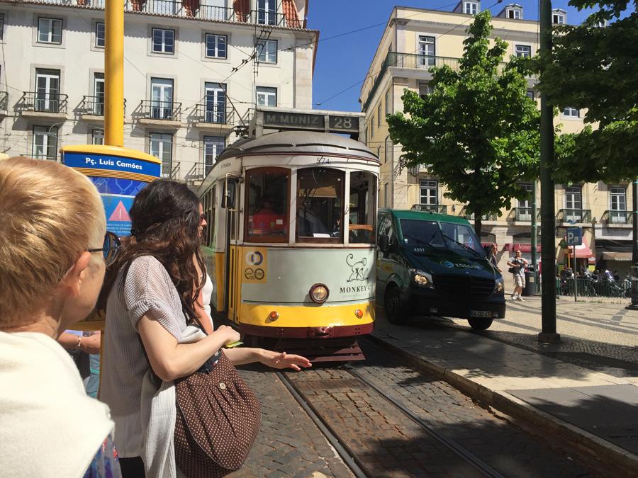 Tram jaune N° 28