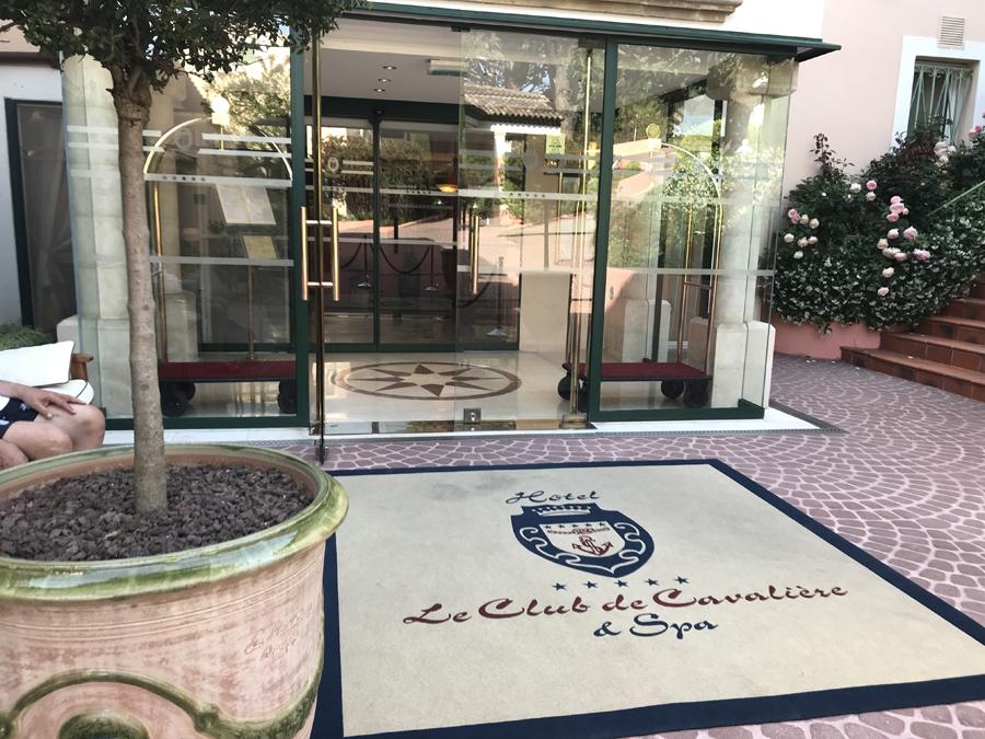 CLUB DE LA CAVALIERE ENTREE
